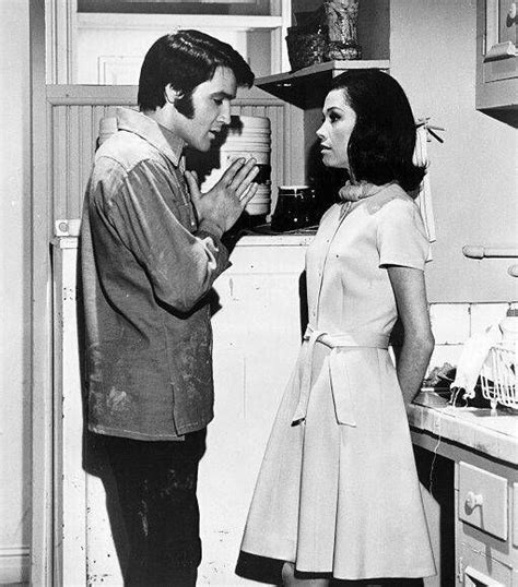 Elvis & Mary Tyler Moore - Okay, putting a pic from