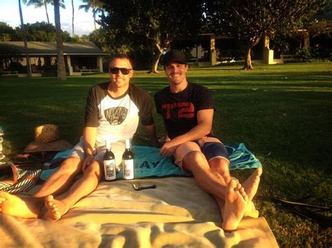 Stephen Amell and Drew in Hawaii | Stephen amell, Stephen