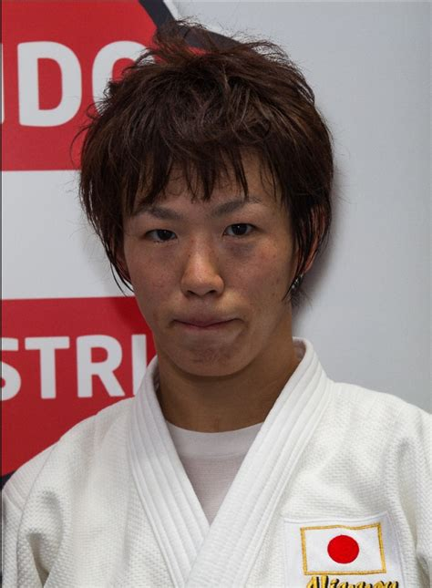 JudoInside - News - Yoko Ono converts bronze into gold at